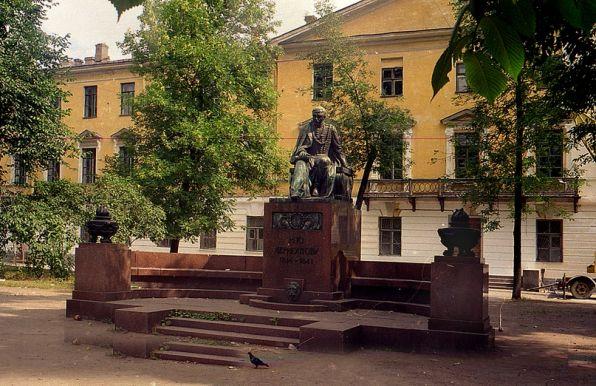 Памятник в Петербурге