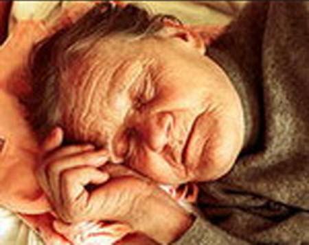 Бабушка голая спит фото